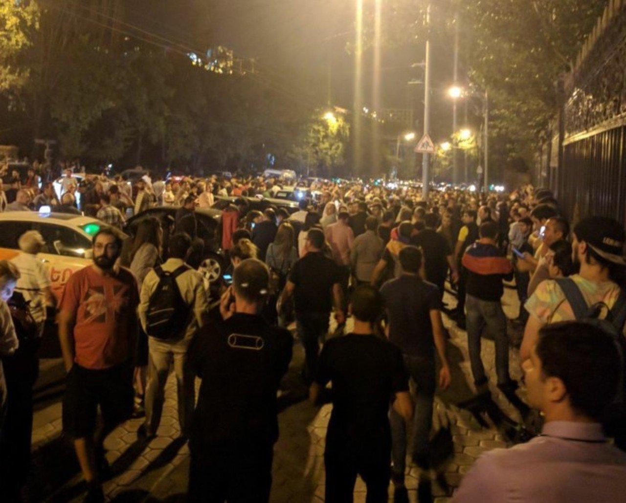 У Вірменії ухвалили закон, який блокуватиме вибори: протестують десятки тисяч людей