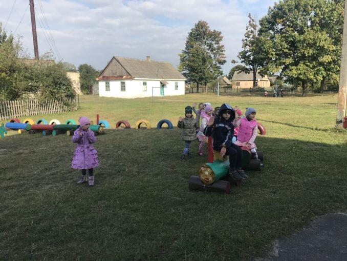 У селі на Волині лісівники облаштували ігровий майданчик біля дитсадка. ФОТО