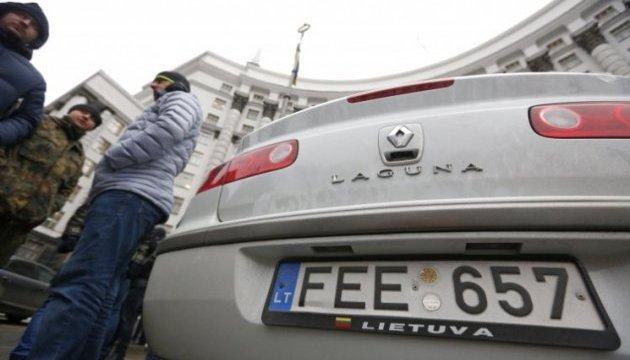 У центрі Києва вимагають знизити вартість пального