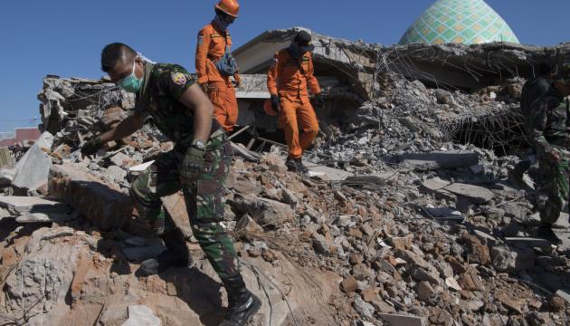 Індонезія закрила доступ у зону руйнування іноземним гуманітарним організаціям