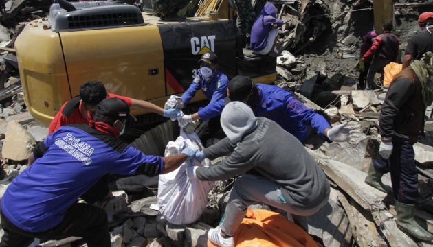 Кількість жертв землетрусу в Індонезії зросла до 2000