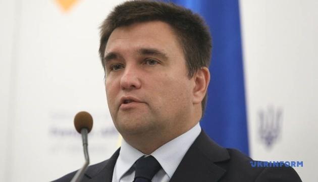 Україна не закриватиме консульства РФ, – Клімкін