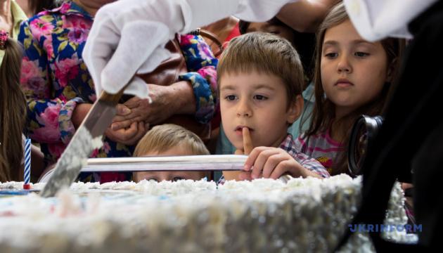 Чернівці спечуть іменинний 100-кілограмовий торт