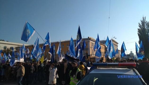 Профспілки у Києві вимагають підвищення зарплат і зниження тарифів