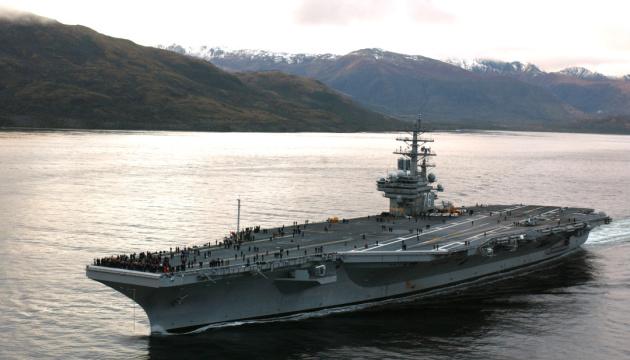 На палубу американського авіаносця упав військовий гелікоптер