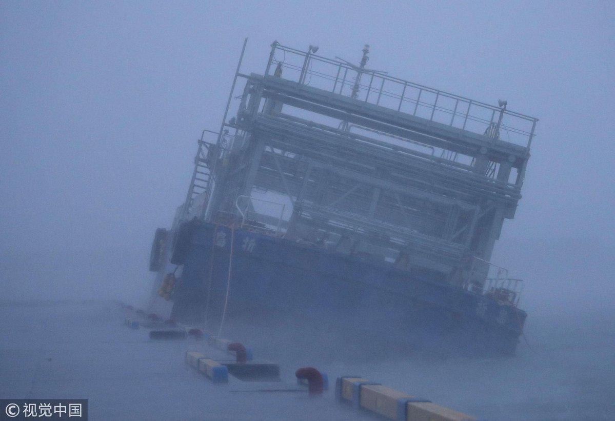 Тайфун у Японії: двоє загиблих, 750 тисяч домівок лишилися без світла
