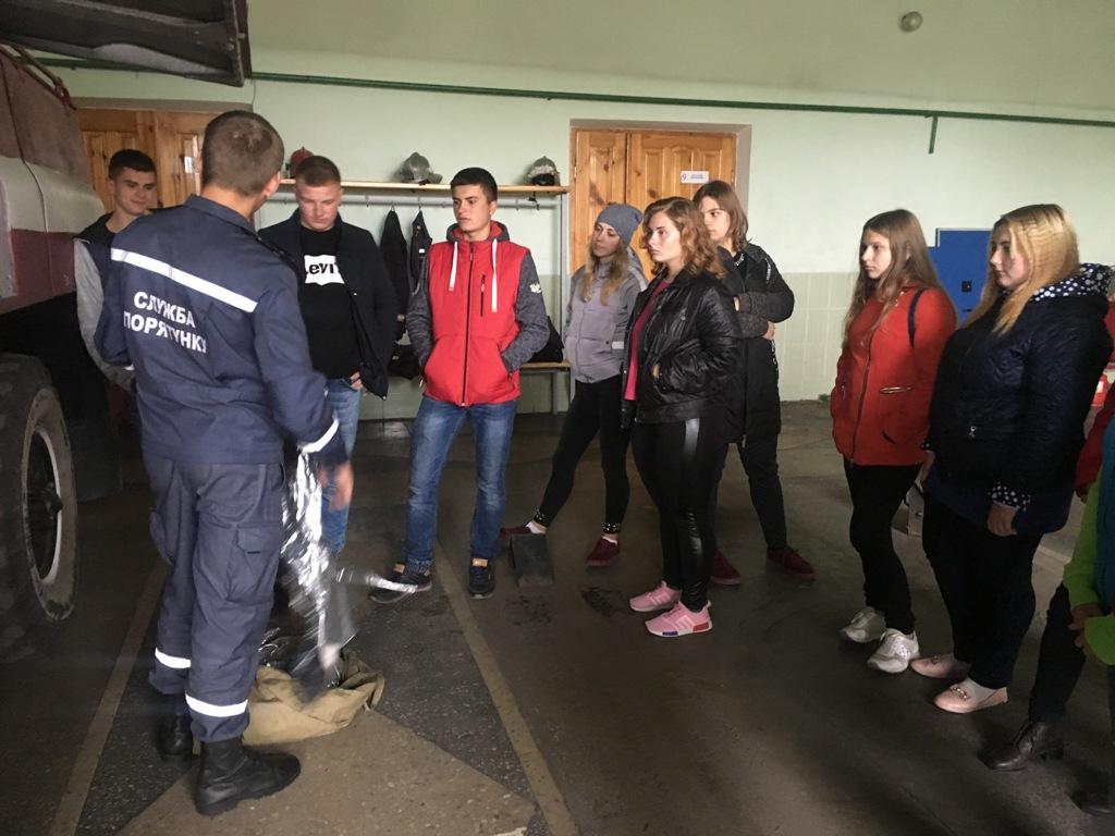 Студенти Любомльського ліцею завітали вгості до рятувальників. ФОТО