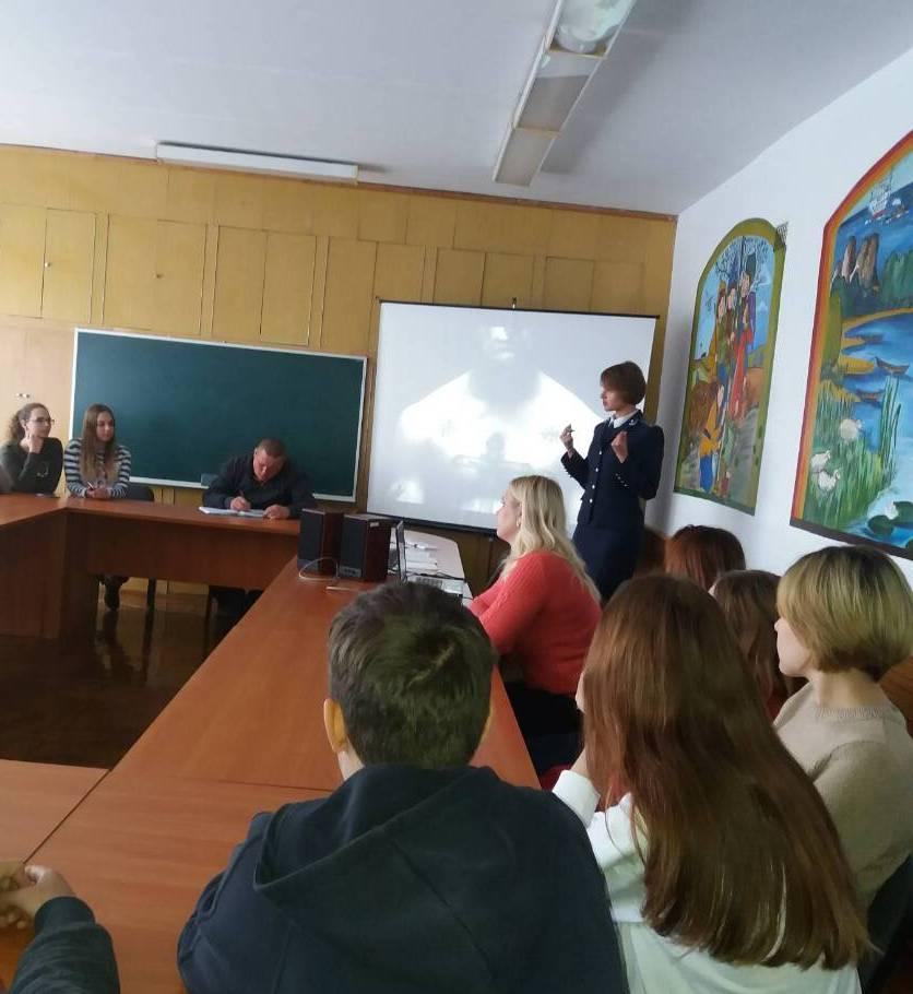 Прокурор у Новововолинську завітала у школу з лекцією. ФОТО