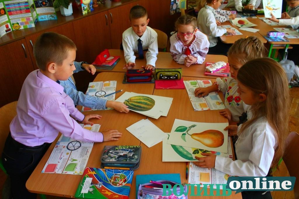 У Луцьку школярі завдяки освітній програмі навчаються правильно харчуватися. ФОТО
