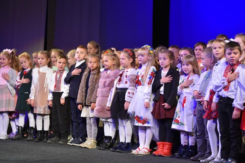 Музичний подарунок лучанам зробили учні та викладачі музичної школи. ФОТО