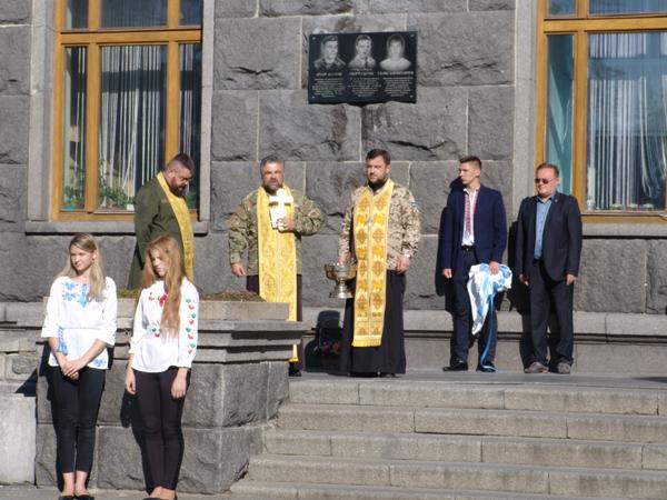 У Лесиному виші відкрили меморіальну дошку студентам, які загинули в АТО. ФОТО