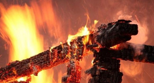 Волинянин через необережність спалив дах будинку