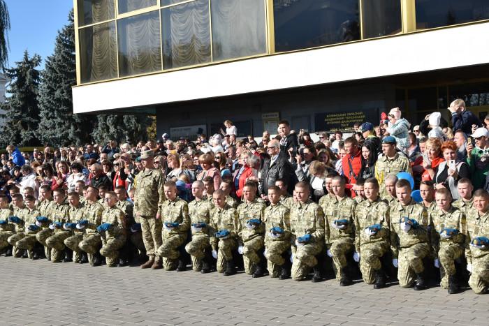 У центрі Луцька відбулася урочиста посвята у ліцеїсти. ФОТО