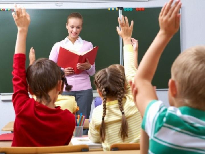 Уряд планує підвищити зарплати вчителям