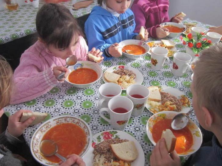 На Волині перевірили, чим харчують дітей у школах і садках