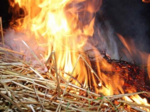 На Волині через необережність згоріло півтори тонни соломи