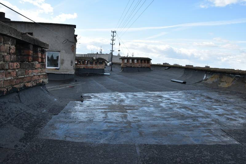 У Луцьку ремонтують дах, який пошкодила пожежа. ФОТО