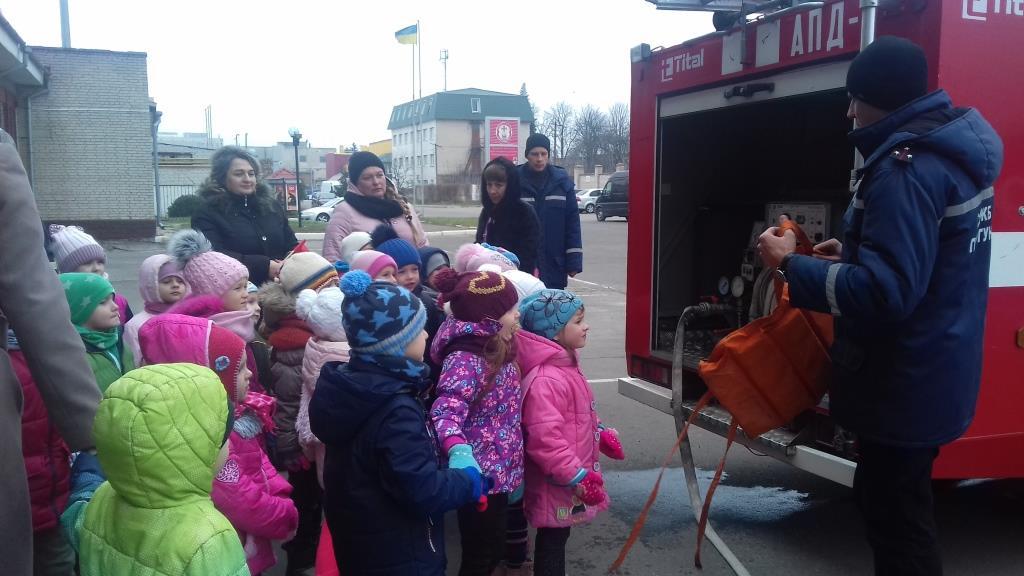 У Луцьку на екскурсію до пожежно-рятувального підрозділу завітали дошкільнята. ФОТО