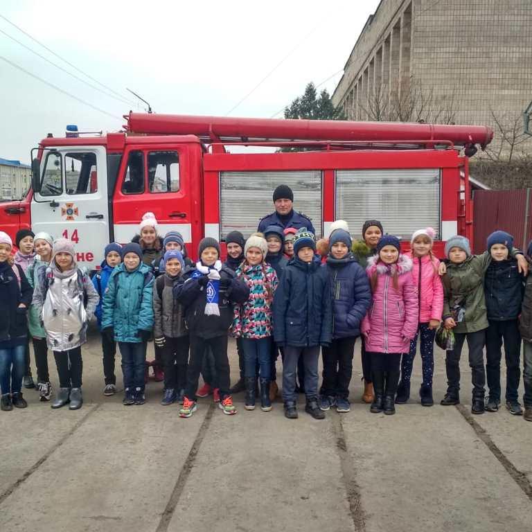 Волинські рятувальники навчили дітей як поводитися під час кризових ситуацій
