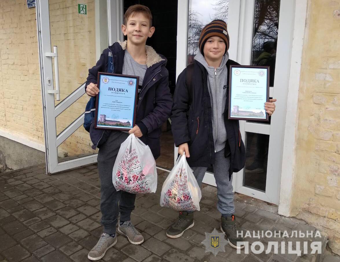 На Волині нагородили двох п'ятикласників, які допомогли поліцейським затримати злодія