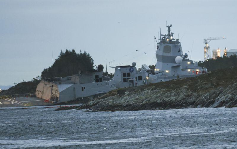 Біля берегів Норвегії танкер протаранив військовий фрегат