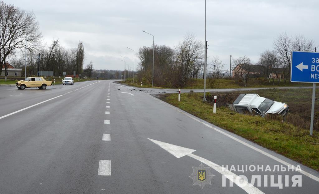 У Луцькому районі в автопригоді травмувалися водій та двоє пасажирів. ФОТО