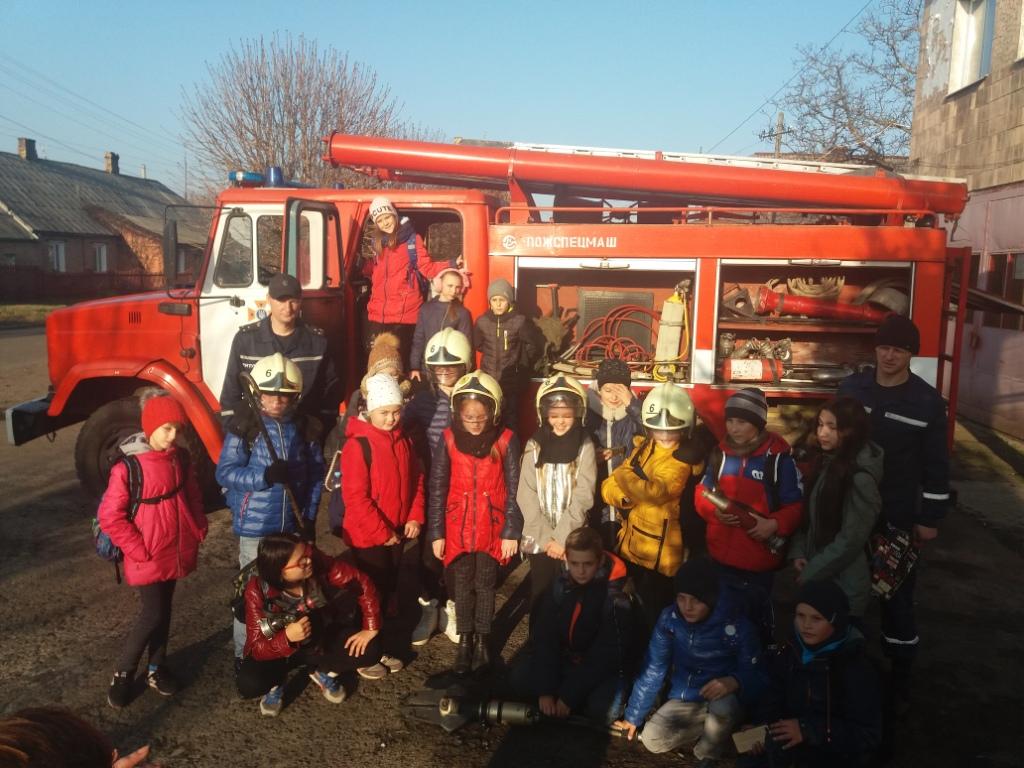 На екскурсію до рятувальників завітали ківерцівські п'ятикласники