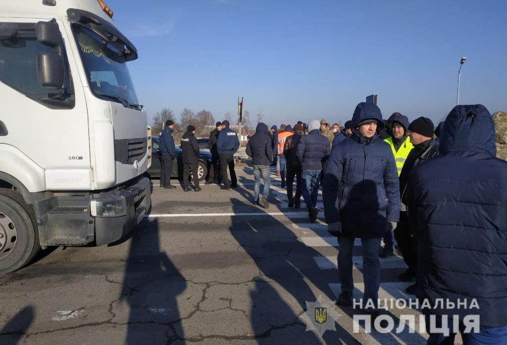 Власники авто на єврономерах перекрили трасу «Київ–Ковель–Ягодин». ФОТО