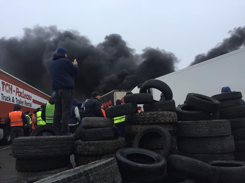 На «Ягодині» мітингувальники та водії влаштували бійку