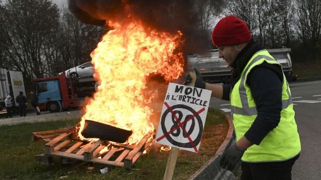 У Франції масштабні протести проти зростання цін на пальне, є загиблий і поранені