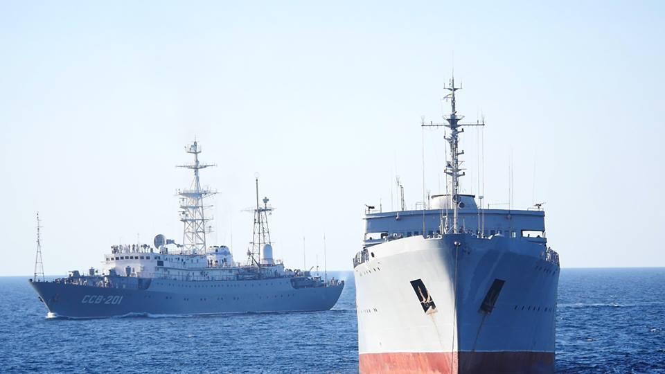 Російський прикордонний корабель протаранив український буксир в Азовському морі