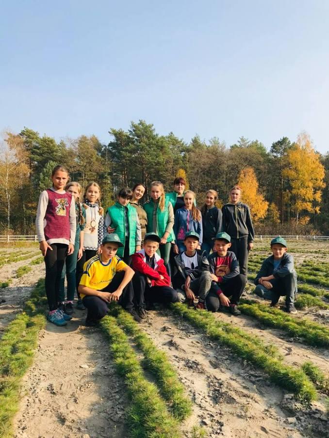 На Волині учні шкільного лісництва побували на лісовому розсаднику. ФОТО
