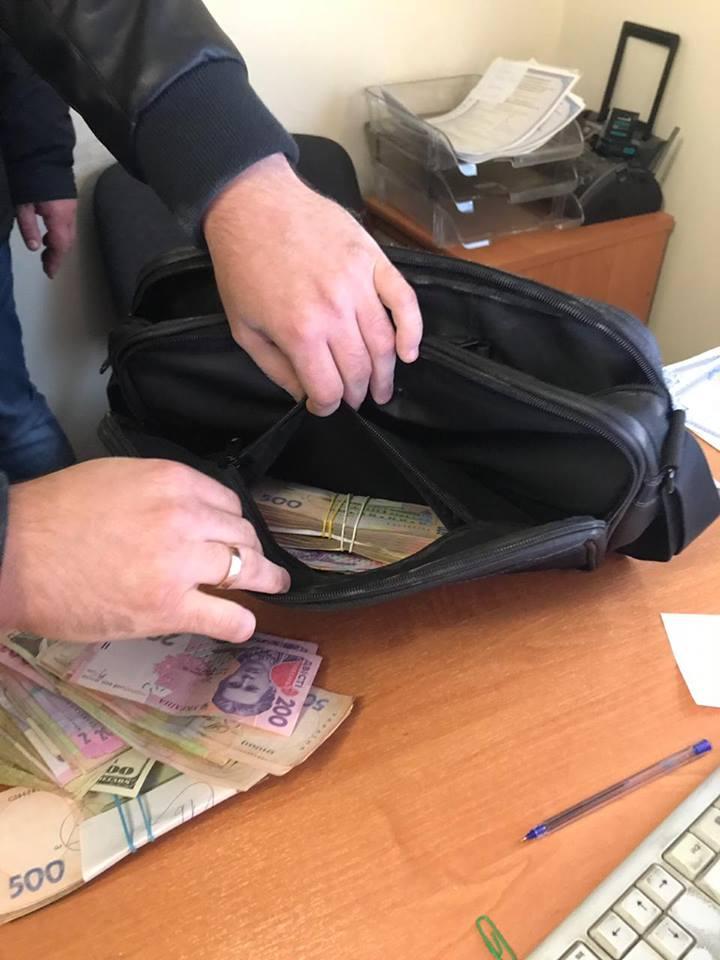 Повідомили деталі затримання волинського начальника-хабарника. ФОТО