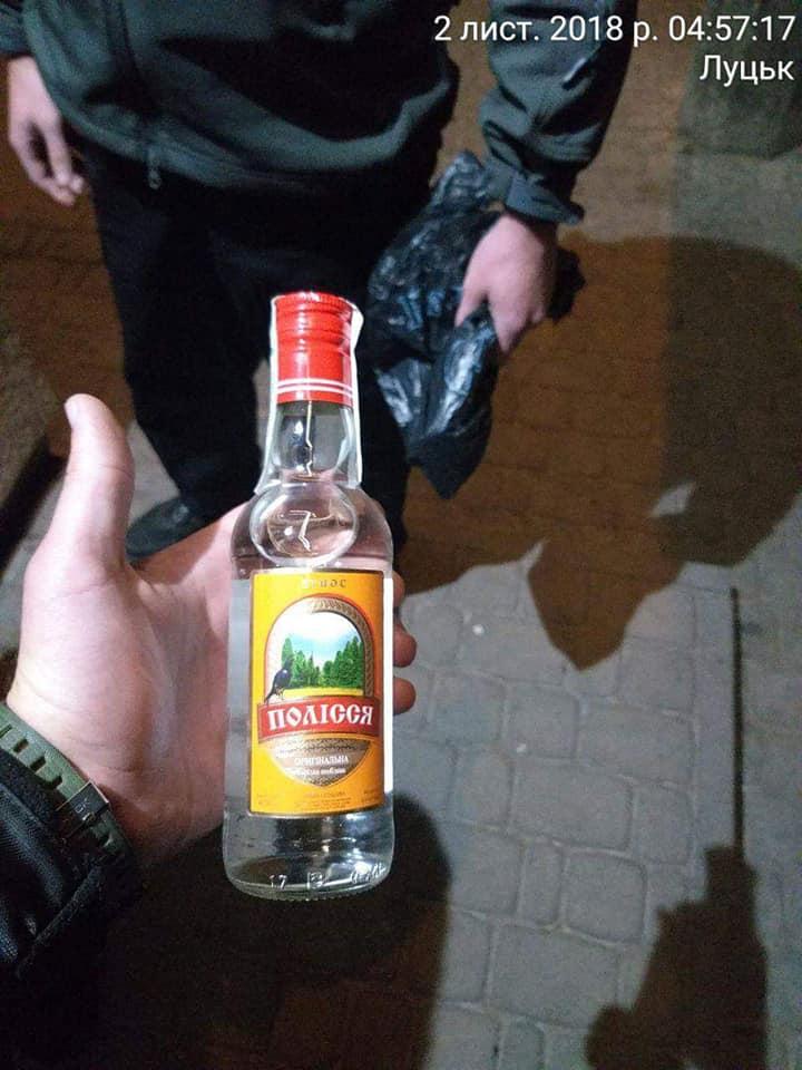 У Луцьку муніципали знову спіймали продавця на продажі алкоголю вночі