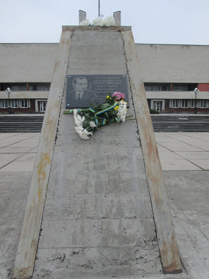 У Луцьку освятили пам'ятну дошку Степану Бандері. ФОТО