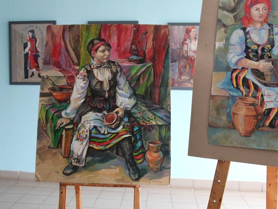 У луцькому виші презентували виставку картин до Дня студента. ФОТО