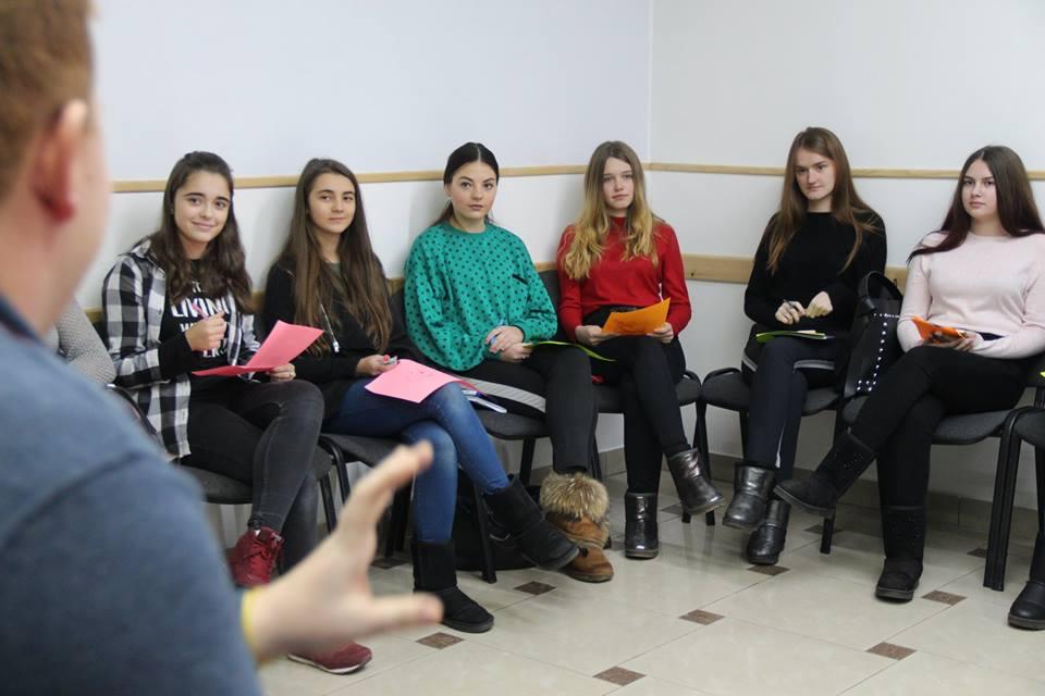 Луцьку молодь вчили, де шукати мотивацію до соціальної роботи. ФОТО