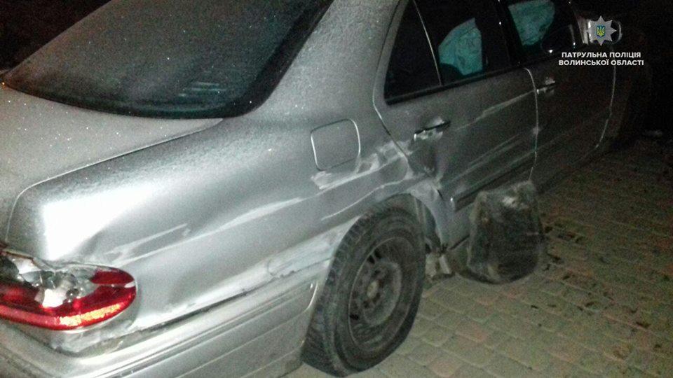 На Волині п'яний чоловік в'їхав у паркан та розтрощив своє авто. ФОТО. ВІДЕО