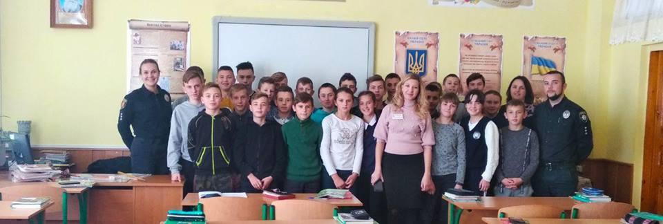 Володимир-Волинські школярі познайомились з патрульною поліцією. ФОТО
