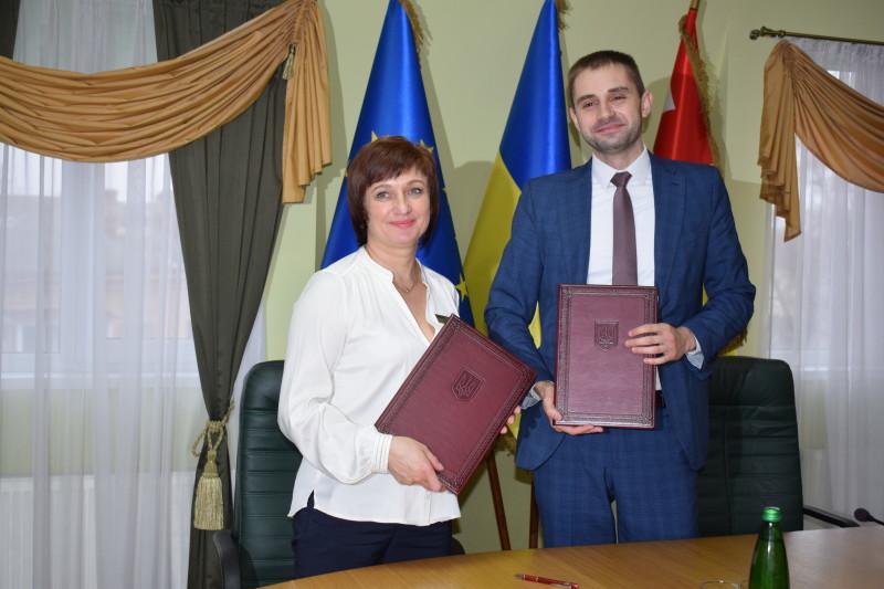 """Підписали угоду про співпрацю між луцьким ЦНАПом та ПАТ """"Волиньгаз"""""""