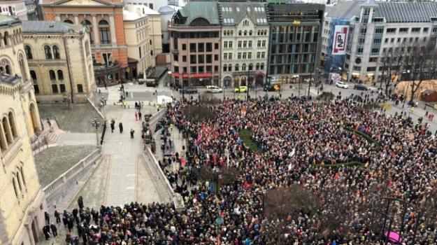 У Норвегії – багатотисячні протести проти обмежень на аборти