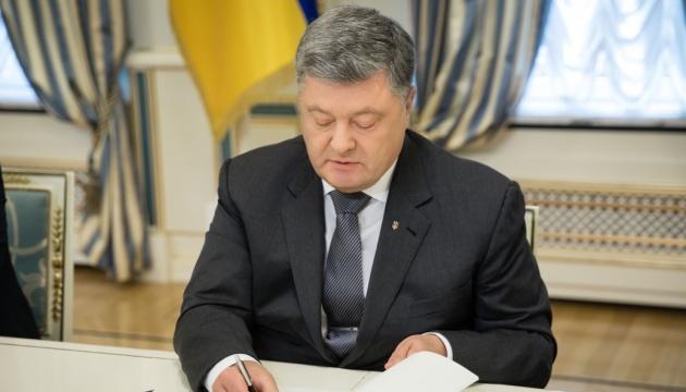 Порошенко підписав указ про воєнний стан в Україні