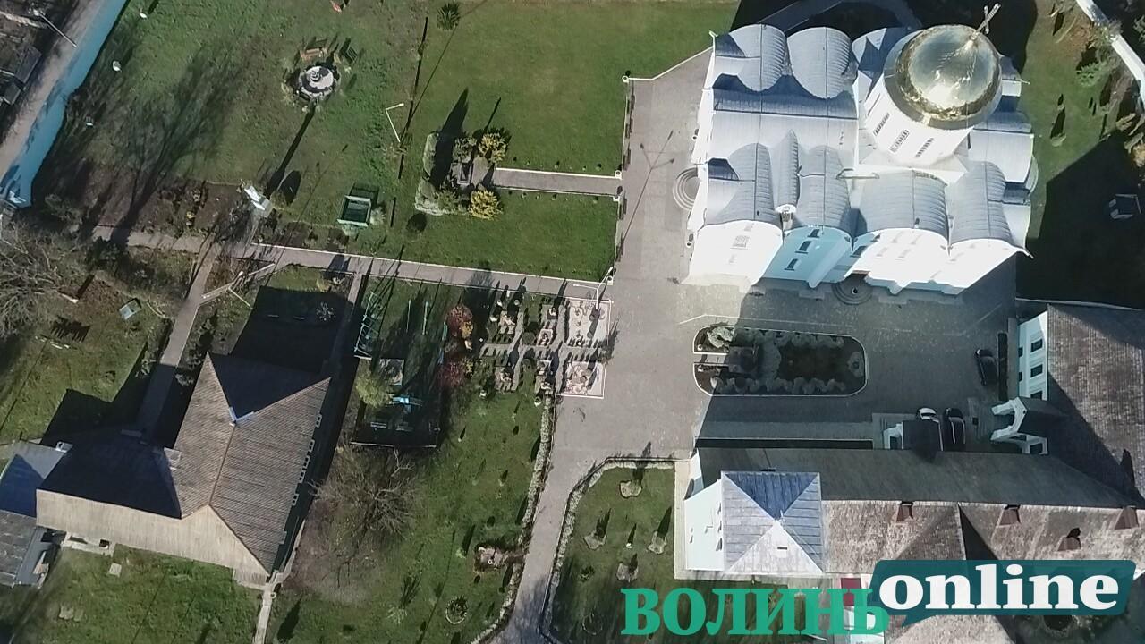 Готель, вертолітний майданчик: чим багатий Зимненський монастир на Волині, фото-15