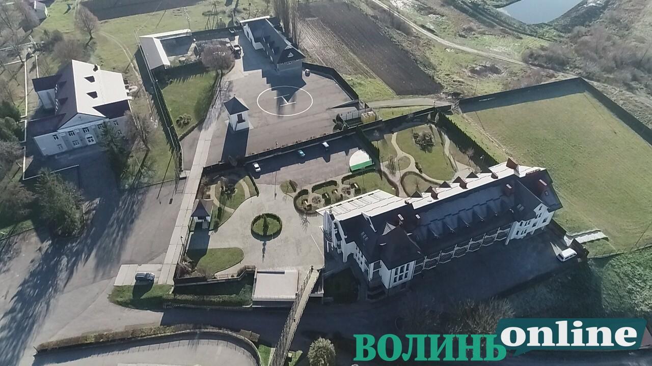 У Зимненському монастирі виявили гелікоптерний майданчик для церковної еліти. ФОТО. ВІДЕО