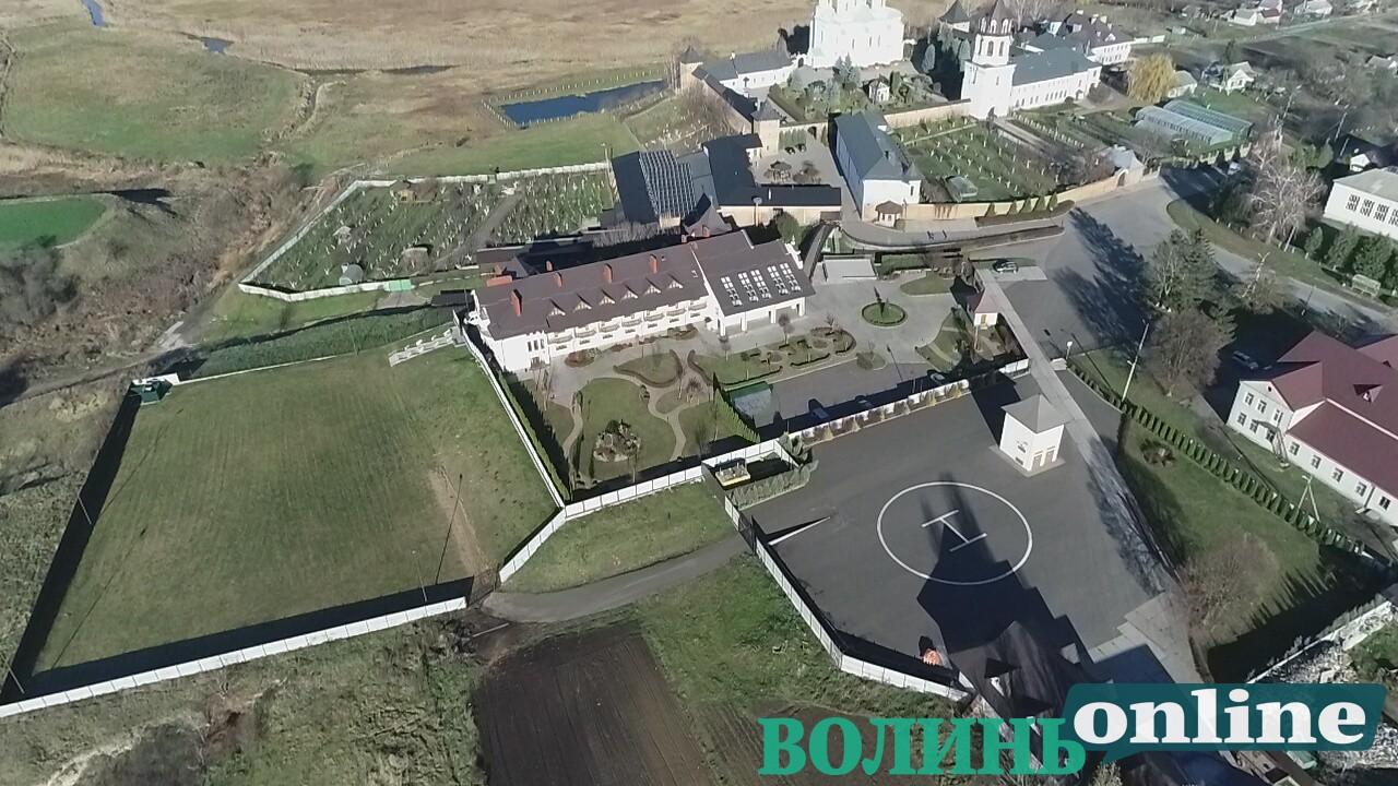 Готель, вертолітний майданчик: чим багатий Зимненський монастир на Волині, фото-4