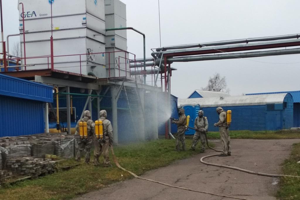 Волинські рятувальники тренувались ліквідовували викиди аміаку на молокозаводі. ФОТО
