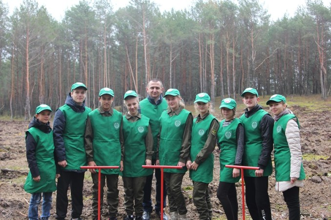 На Волині школярі висадили майже півтора гектари лісу. ФОТО. ВІДЕО
