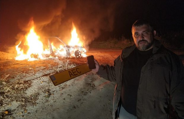 Лідер автомобілістів на єврономерах спалив свій «Range Rover». ВІДЕО