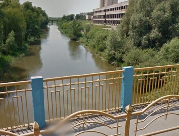 У Луцьку впав чоловік з мосту