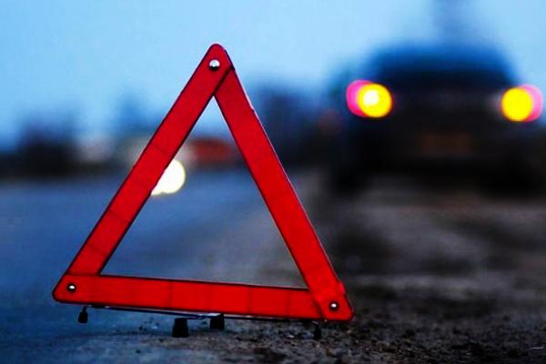 У Камені-Каширському «Mercedes Sprinter» врізався у паркан, є постраждалі